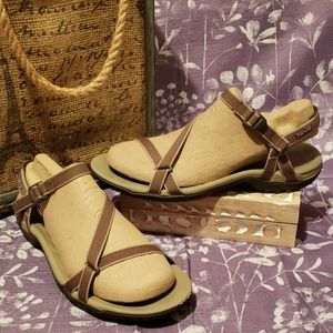TEVA SAND/BROWN CROSS STRAP  BUCKLE SANDALS